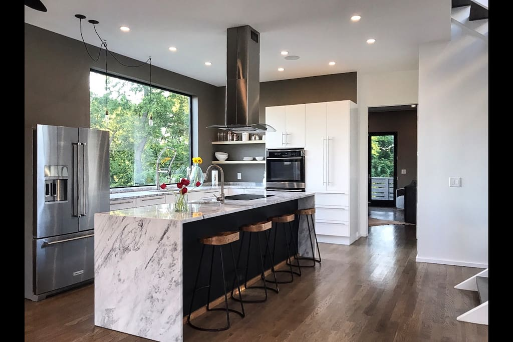Enjoy entertaining with this modern chef's kitchen