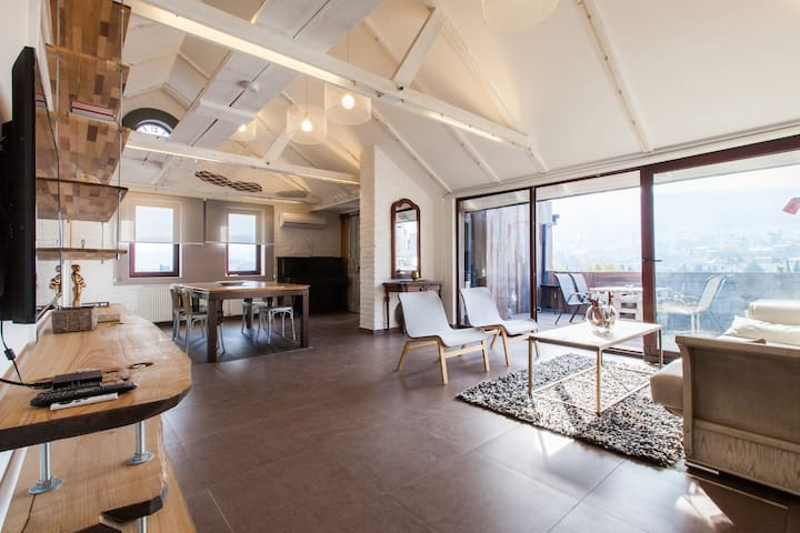 Nini's Loft at Marjanishvili Square - Tbilisi - Appartement