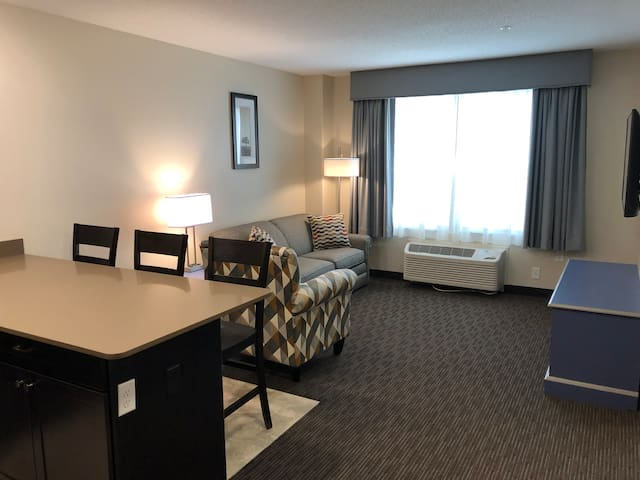 1 BR Suite - Independence stay of Marinette RM 113
