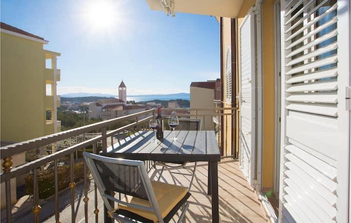 Amazing apartment in Makarska with WiFi