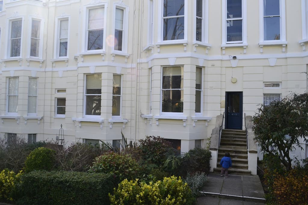 Period property with high cellings and bay windows