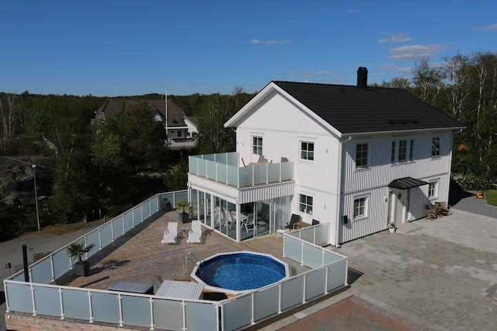 New modern villa close to beach and city