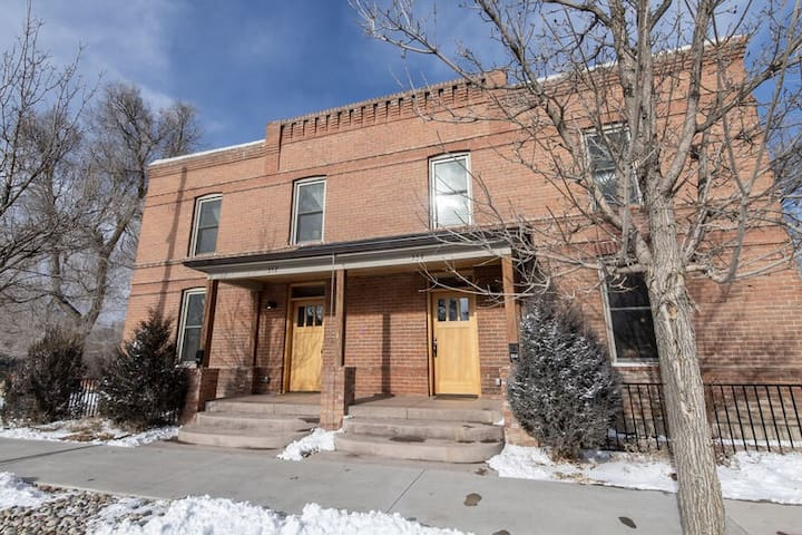 River House Downstream: Gorgeous, on the River, Remodeled Home! Downtown!