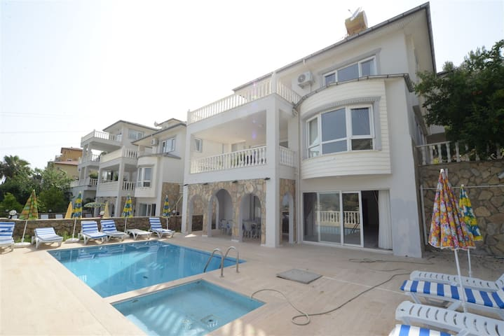 The Ultimate Guide to Renting Your Luxury 3 Bedroom Villa with Majestic Views, Alanya Villa 1035