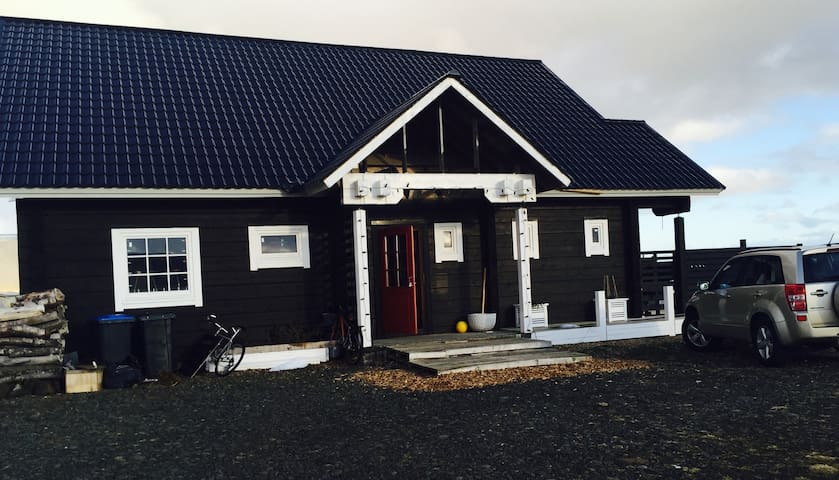 Romantic 180m2 house in the country - Hveragerði - Huis