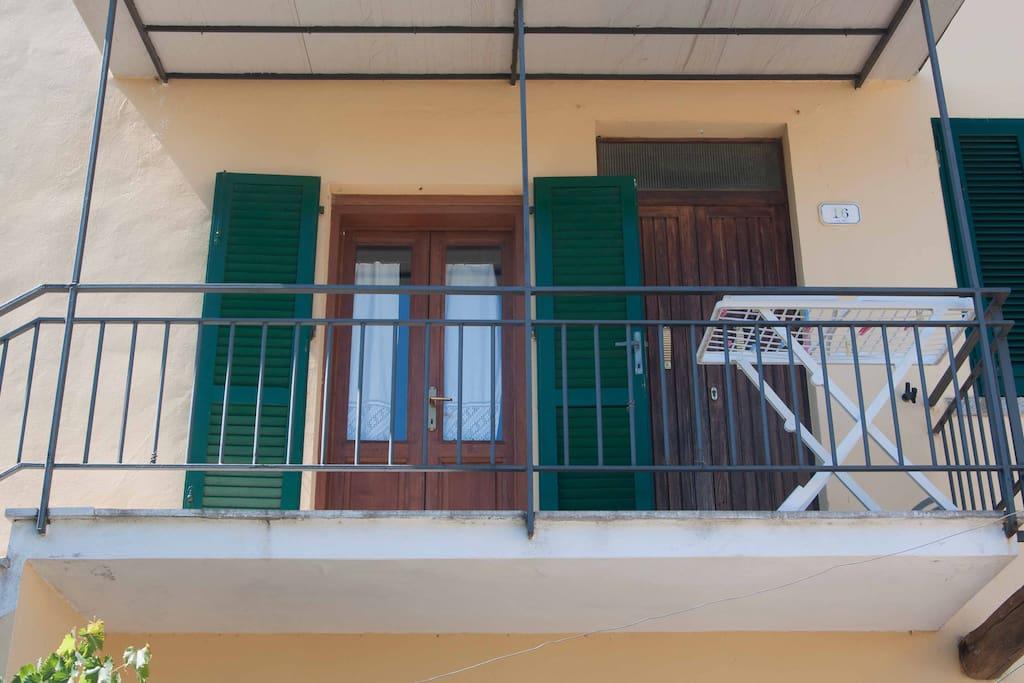 Vista dell'ingresso della casa