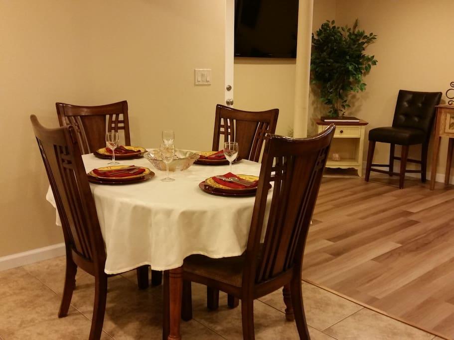 Dining area seats 4
