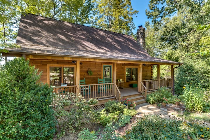 Quiet Log Cabin, Walk to Main Street in Saluda - Saluda - Casa de campo
