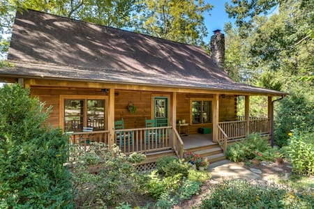 Quiet Log Cabin, Walk to Main Street in Saluda - Saluda