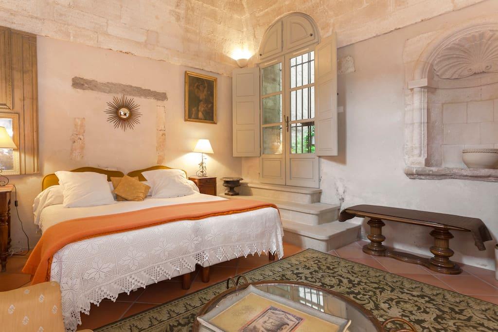 le cloitre du couvent maison d 39 h tes louer villeneuve l s avignon languedoc roussillon. Black Bedroom Furniture Sets. Home Design Ideas
