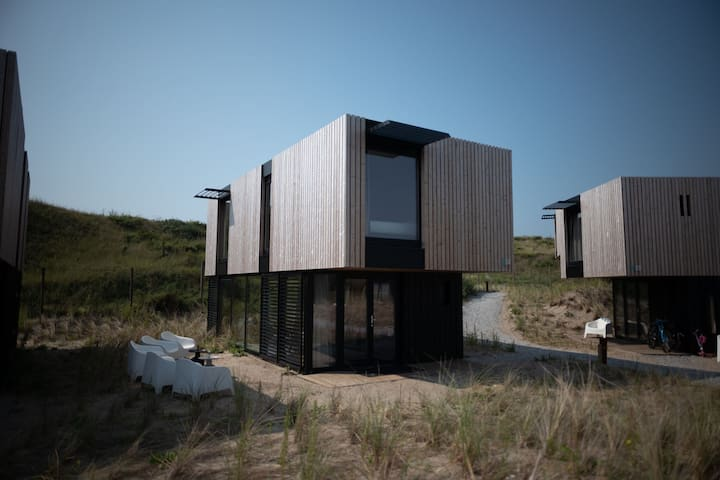 Spacious lodge near Zandvoort, 100 m. from the sea