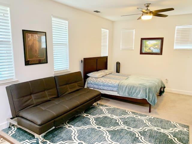 Beautiful single bed (Queen) studio