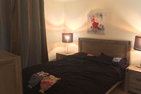 private master bedroom with ensuite bathroom - Kew East - Talo