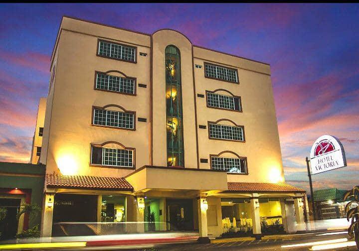 Habitación con cama king ejecutiva en Poza Rica