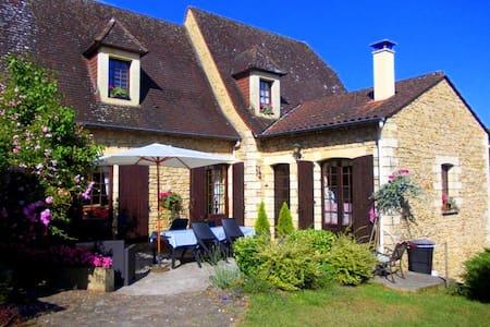 La Cachette Chambre d'hôtes à proximité de Sarlat - Groléjac - Bed & Breakfast