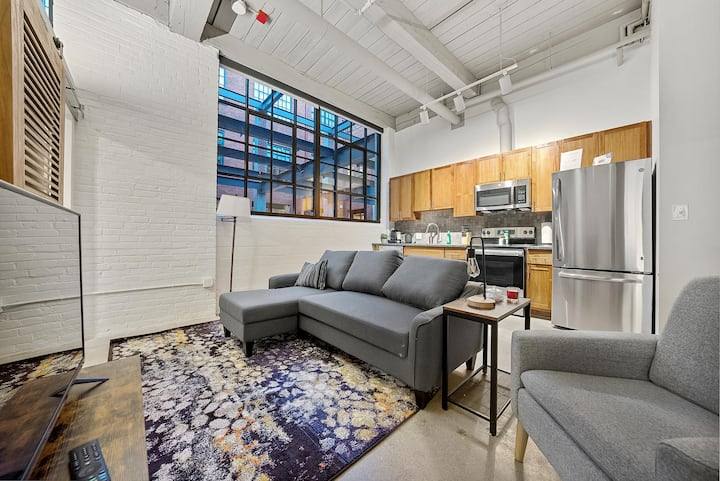 Industrial Loft Apartments in the BEAUTIFUL NEW Superior Building!