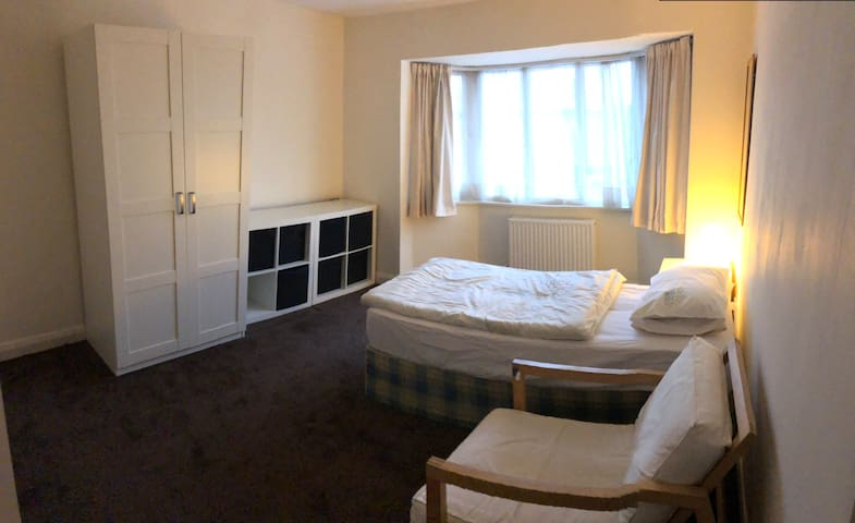 Double room Gatley 2 Stops Manchester Airport