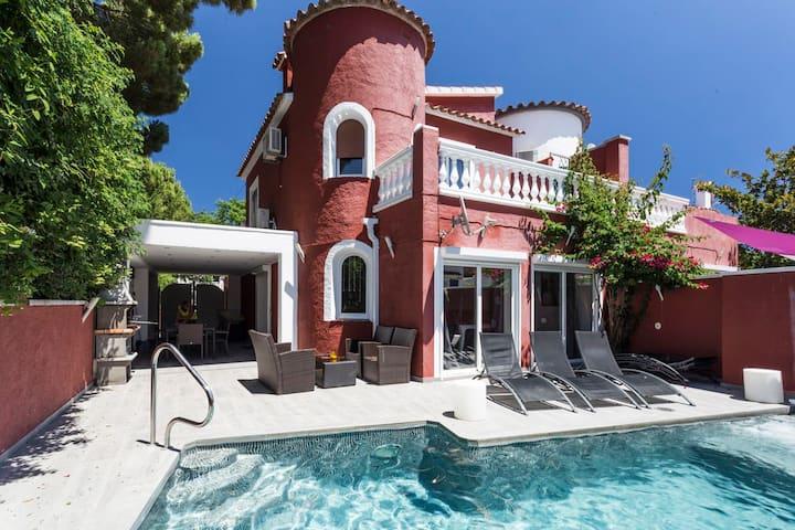 Très belle villa, piscine , wifi à Empuriabrava