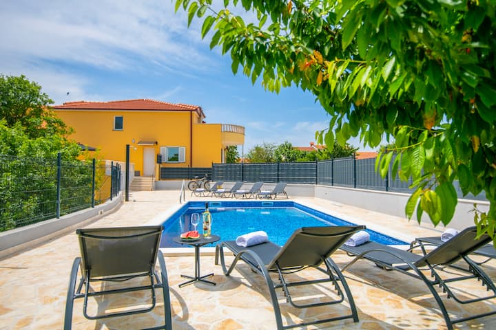 "Holiday home ""Villa Mile""- with heated pool"