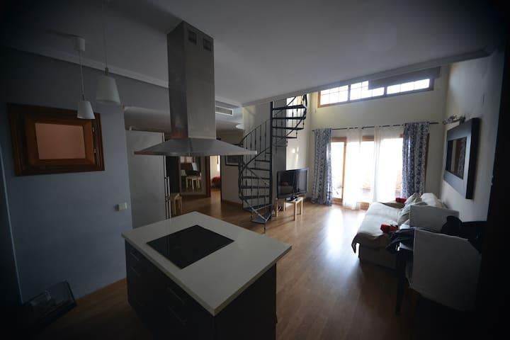 Cozy Duplex with Shared Pool in Summer Season - San Fernando - Wohnung