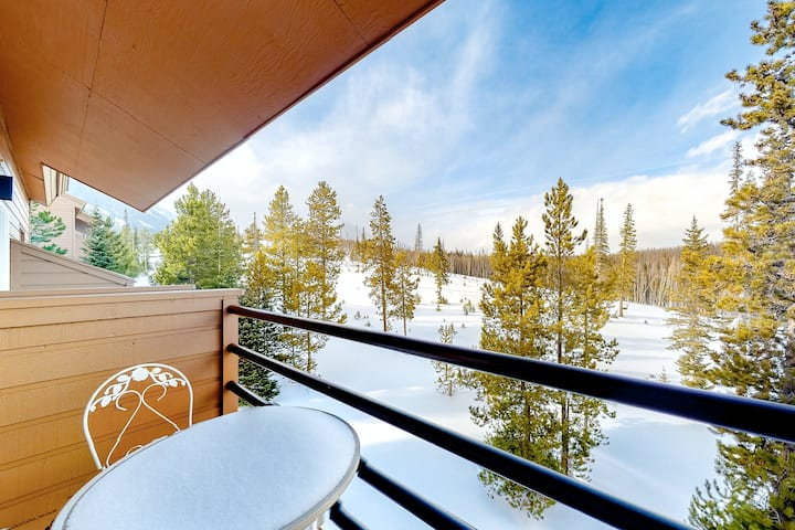 Two-Level Condo w/ Amazing Mountain View, Fireplace, WiFi & Shared Hot Tubs/Pool