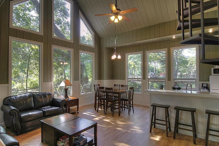 Stunning Treehouse Cabin w/ Full Amenities! By the Guadalupe River!
