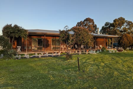 Cedar Rise Estate - the perfect country getaway