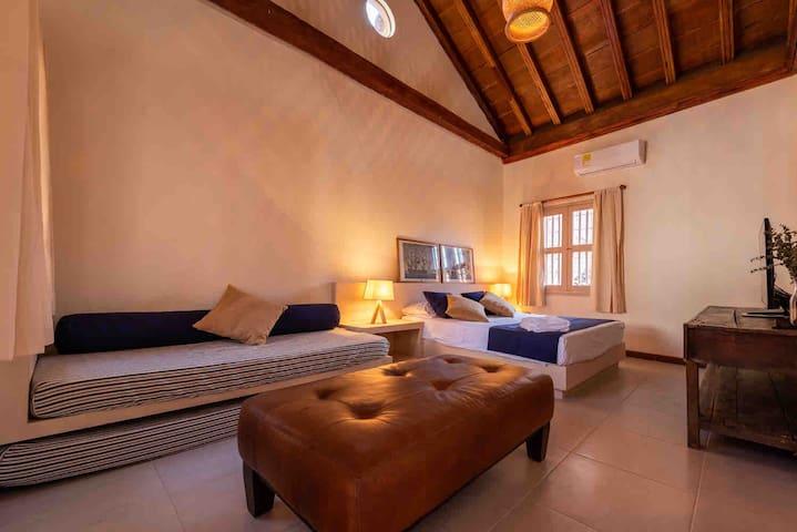 Large suite in Getsemani