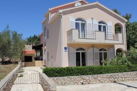 Apartments Matlovac 2 near sandy beach - Ždrelac - Pis
