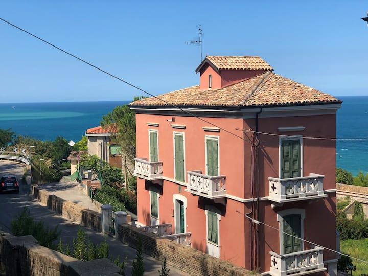 1800 Villa Simone
