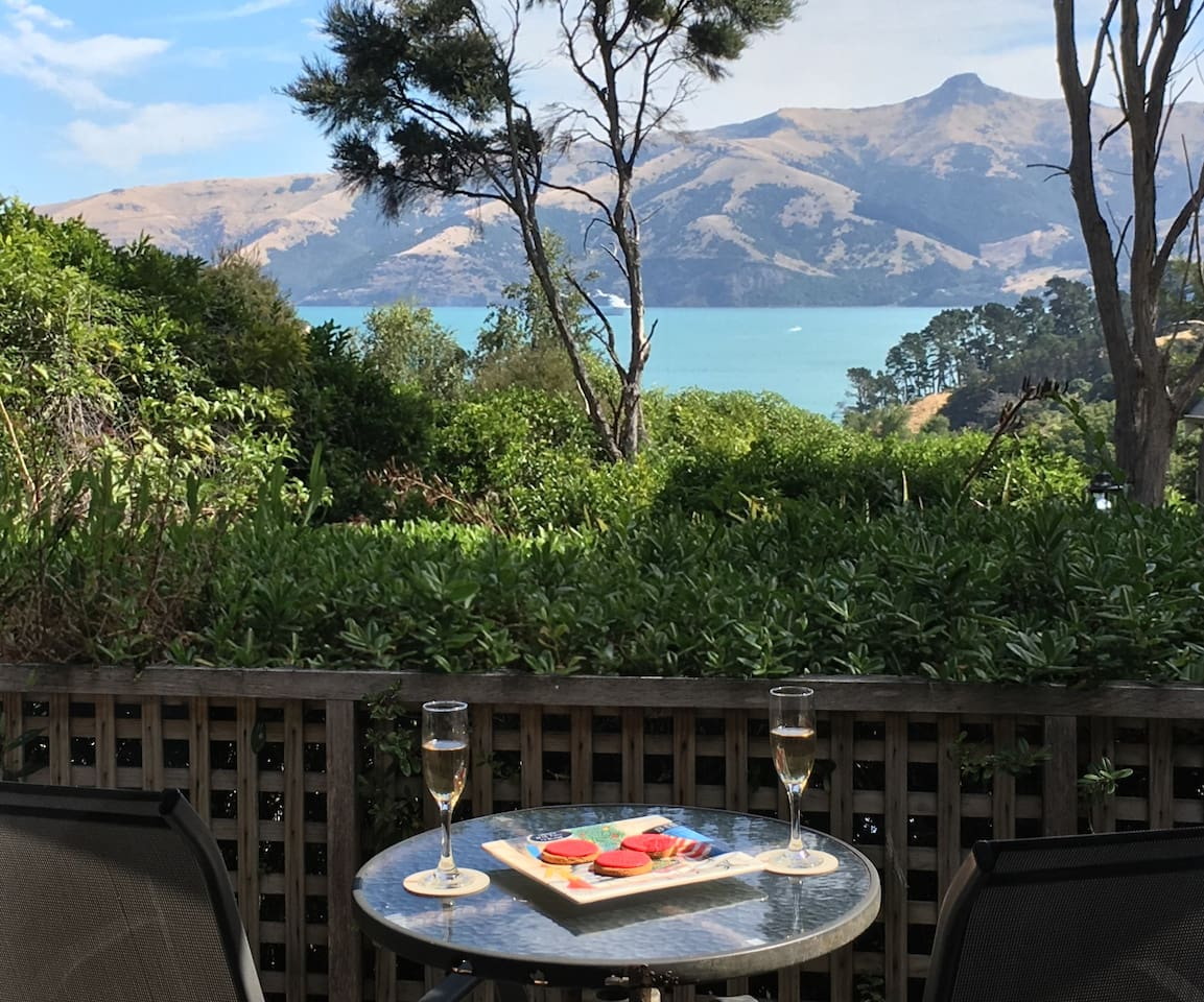 Secluded Getaway - Romantic and Tranquil Akaroa Holiday Home