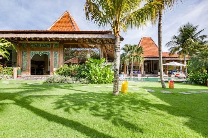 Spacious, Modern, Luxurious Canggu Villa w 2 Pools