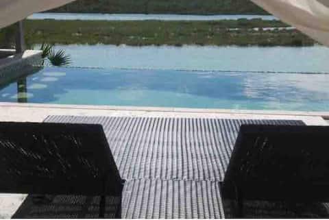 Beautiful Sunset Villa with Infiniti Pool