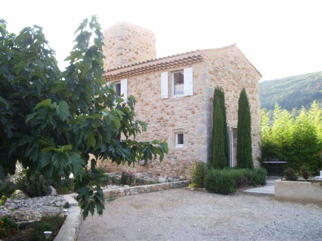 Gîte en Provence  avec piscine partagée