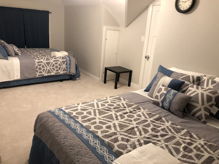 The Maywood Manor: Shared Room 6, Bed 1 (Queen)