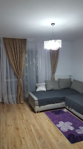 SUPER APARTAMENT in  OTOPENI - Bukarest - Lägenhet