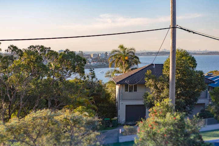 Bundeena Hilltop Views