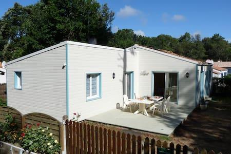 Villa 3 chambres, 2 salles d'eau, 2 wc, 110 m². - Jard-sur-Mer - Villa