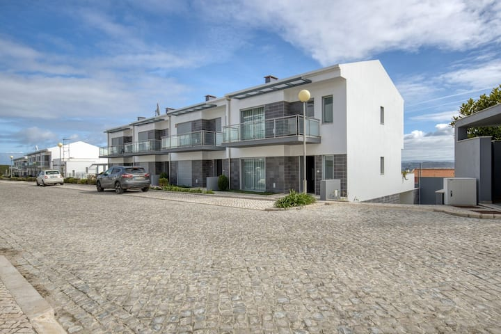Modern Holiday Home in Salir do Porto with Swimming Pool
