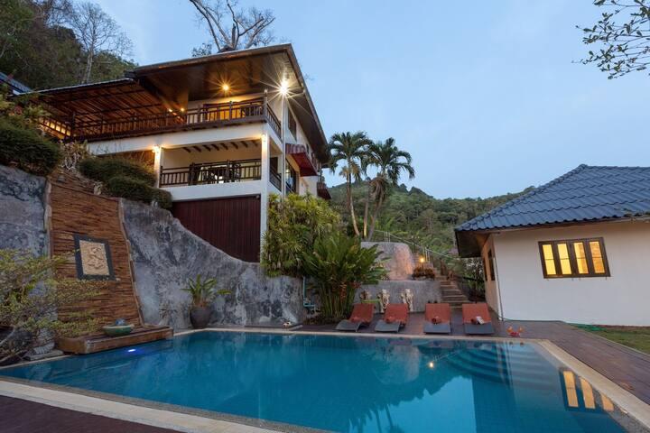 Karon Hillside Pool Villa : PHUKET