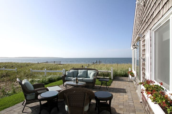 Waterfront Cottage w/ Hot Tub & Views - Hyannis - House