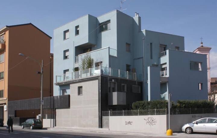 Casa azzurra (con box auto, NO ZTL)