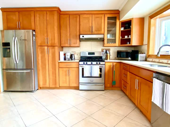 3 Bed Parkside Sanctuary! Walk to the beach + town