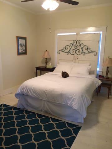 Bedroom 3 with a queen bed.