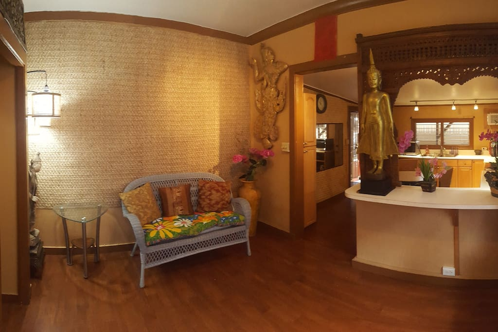 Welcome! Enjoy a relaxed vibe in this spa-converted-to-airbnb, with its Thai decor and low lighting creating a calm, cozy atmosphere.