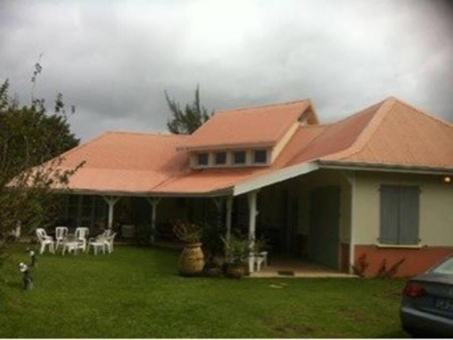 Villa créole ouverte sur le jardin