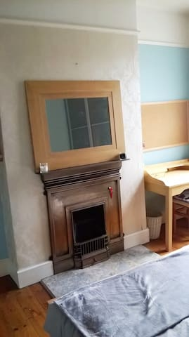 Double Room in East London in Family Home - London - House