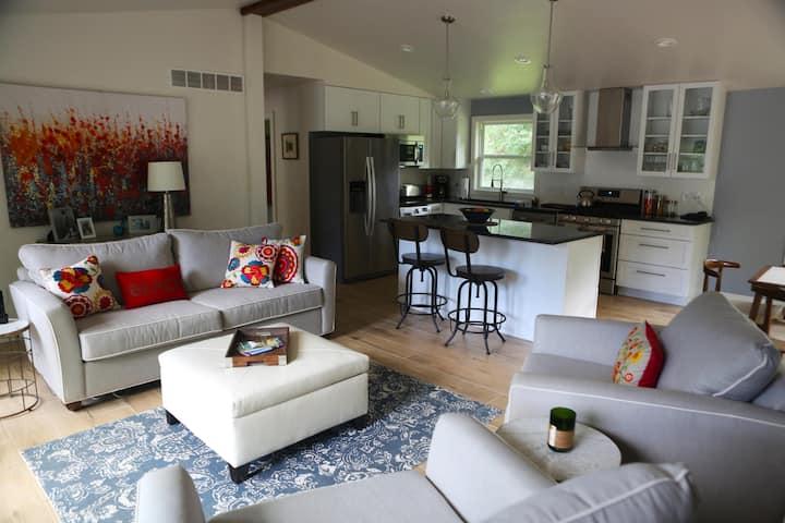 Modern Lakeside Home - Pet Friendly