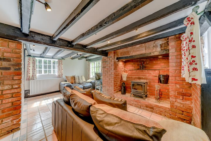 400 year old character cottage near Airport, NEC, - Coventry - Holiday home