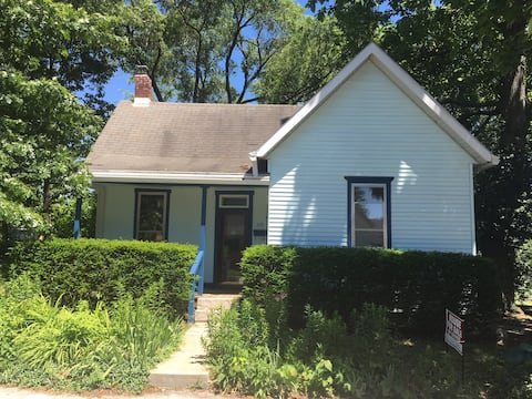 Newly remodeled house walking distance to downtown